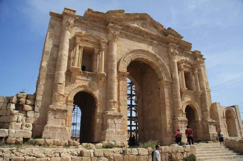 cali4travel - arch of hadrian