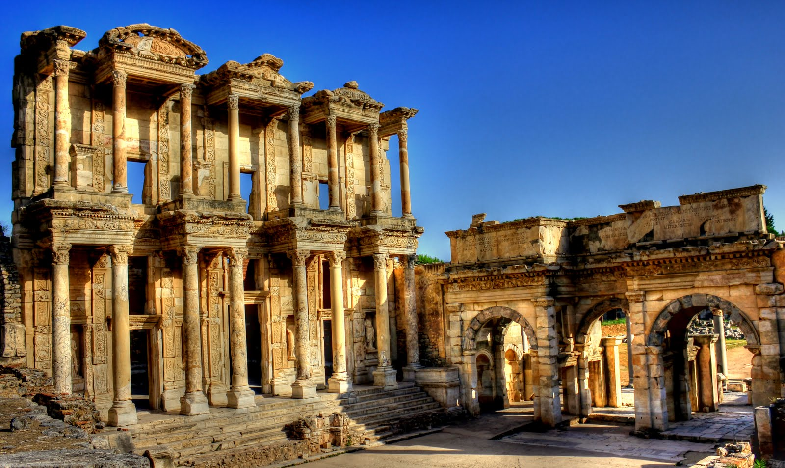 Cali4travel - library of celsus